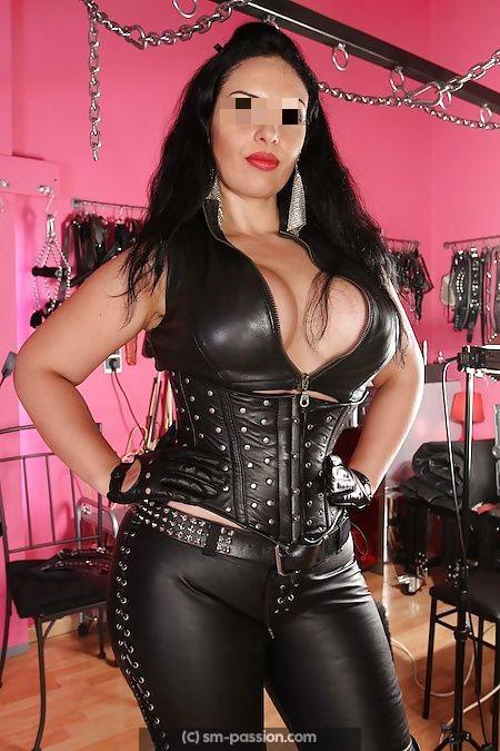 Maitresse Cassandre cherche homme soumis pour me servir au quotidien