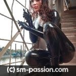 Jeune dominatrice parisienne sans tabou (séance uro possible)