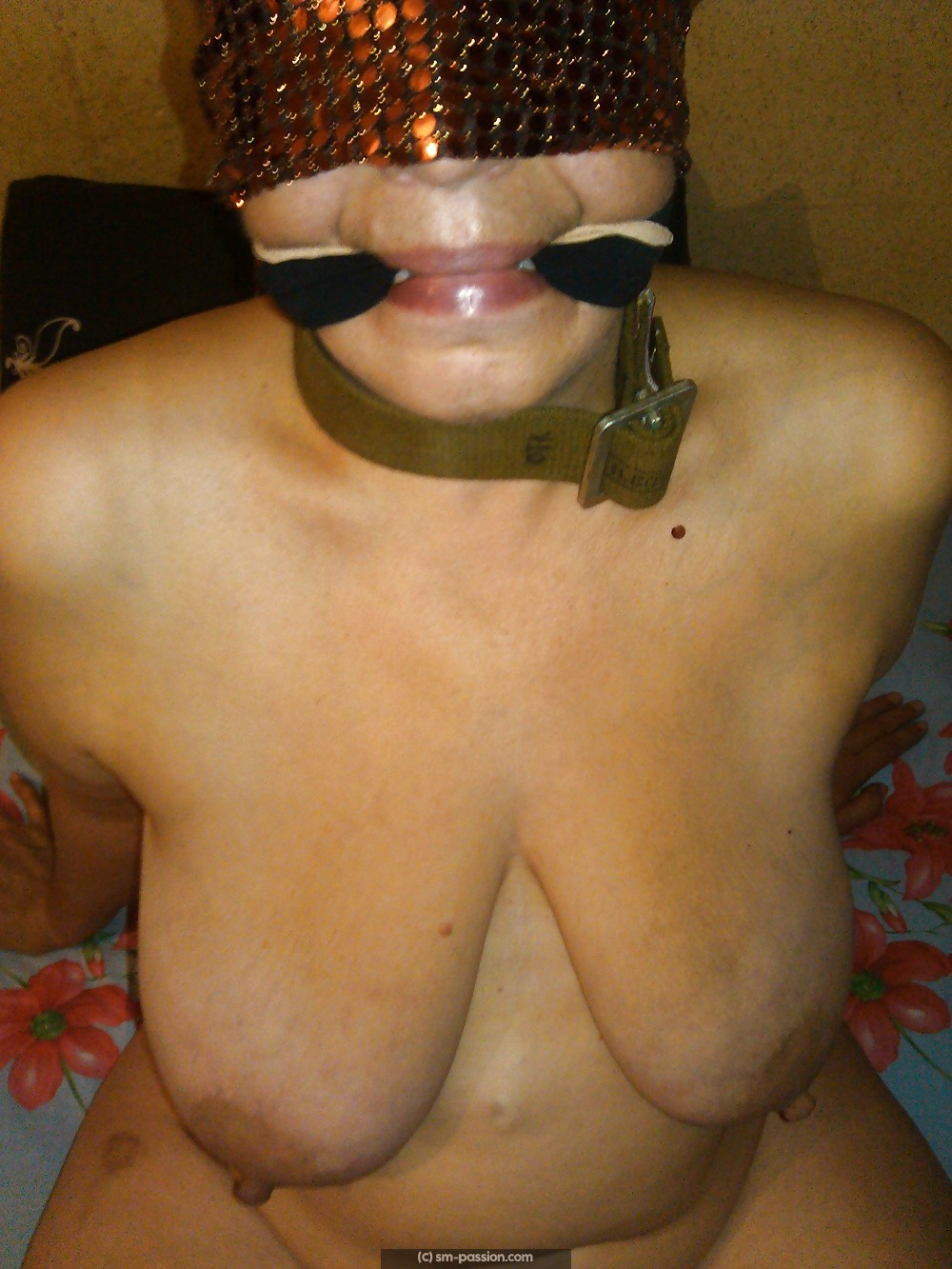 Blindfolded session hard BDSM a Bordeaux