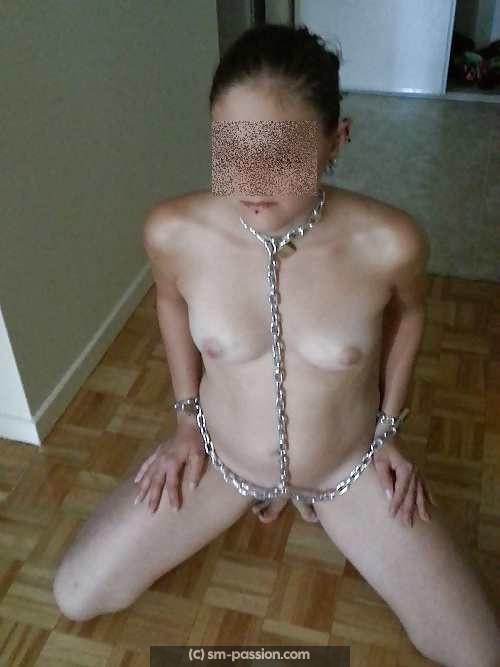 Jeune chienne débutante pour BDSM