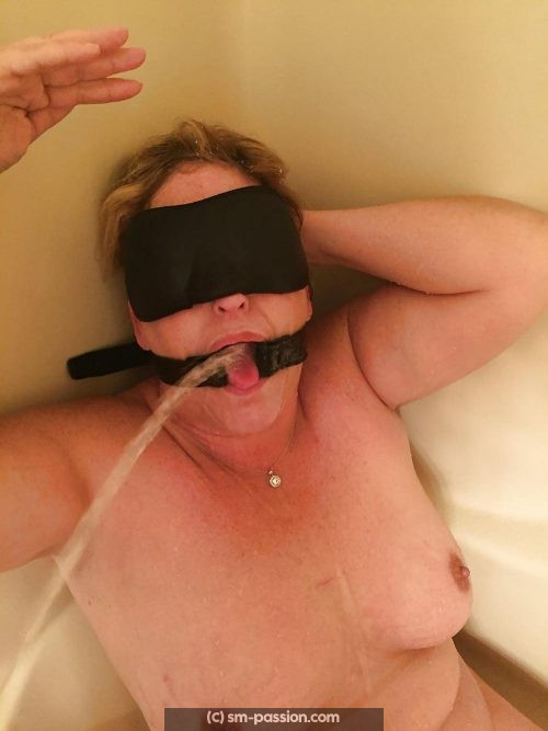 Femme soumise belge WC humain