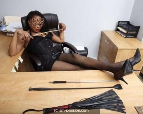 Dominatrice black sévère a Annecy